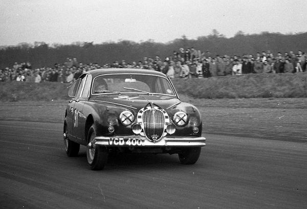 Jack Sears, Jaguar, Snetterton