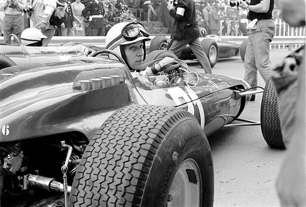 Ferrari, John Surtees, Monaco, klemcoll